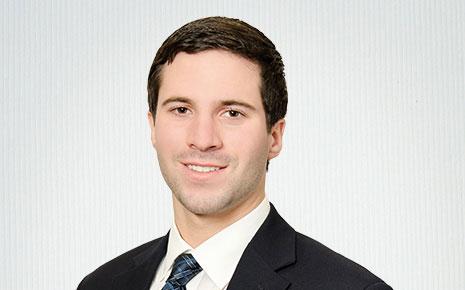 Jon Kiskinis, Financial Analyst